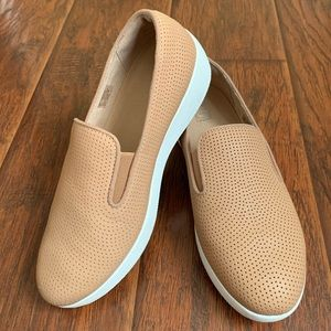 fitflop Superskate perforated loafer - size 6
